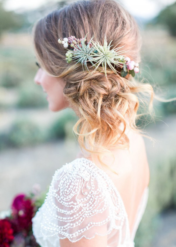 Pomysłowa Panna Młoda. Fryzury Ślubne. Romantyczne upięcie włosów. Delikatne Fryzury Ślubne.